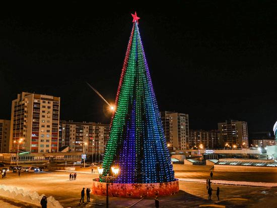 К Новому году в девяти городах Башкирии установили цифровые ели