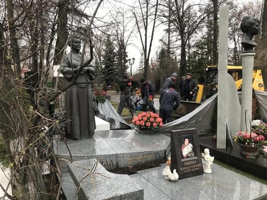 На Новодевичьем кладбище начали подготовку к похоронам Юрия Лужкова