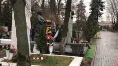 На Новодевичьем кладбище готовятся к прощанию с Юрием Лужковым