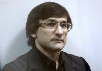 Три с половиной года лишения свободы и 400 тысяч рублей штрафа потребовал прокурор для экс-замглавы Росгеологии Руслана Горринга, обвиняемого в мошенничестве