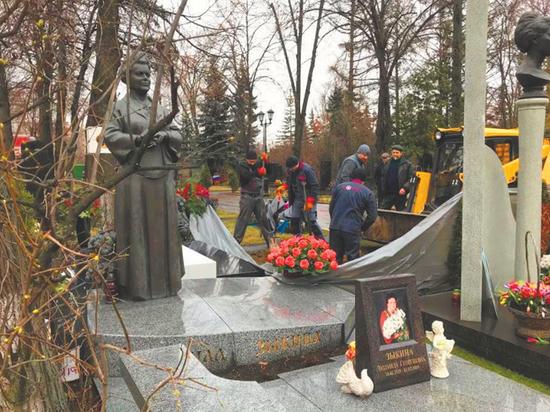 Прощание с Юрием Лужковым пройдет в храме Христа Спасителя