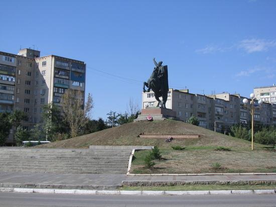 В калмыцкой столице обустраивают сквер имени генерала