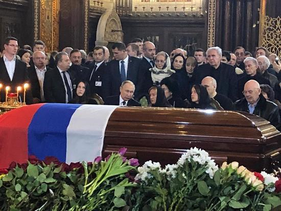 Президент приехал на траурную церемонию в храм Христа Спасителя