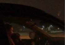 Красноярку оштрафовали за вождение с ребенком на коленях