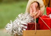 Эксперты: всего 14% россиян покупают подарки за наличные
