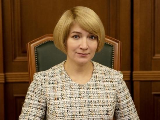 Глава округа Юлия Купецкая поздравляет серпуховичей с Днём Конституции