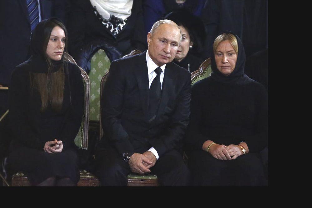 Батурина и Путин на прощании с Лужковым: скорбные кадры