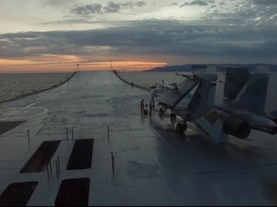 """Из-за пожара на """"Адмирале Кузнецове"""" пострадали двое военных"""