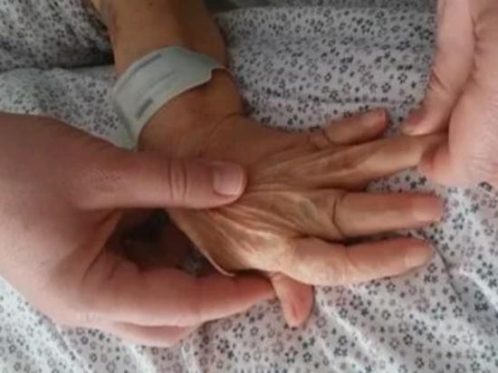 """В турецкую больницу попала женщина с пальцами - """"подзорными трубами"""""""