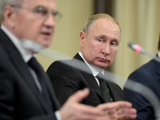 Путин намекнул на будущее Конституции