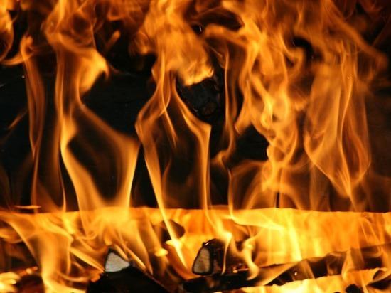 Трехквартирый дом сгорел на улице Рабочей во Владимире