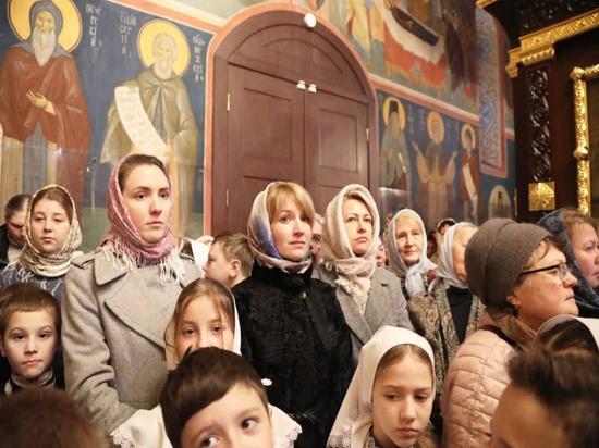 Митрополит Крутицкий и Коломенский Ювеналий совершил Божественную литургию в Серпухове