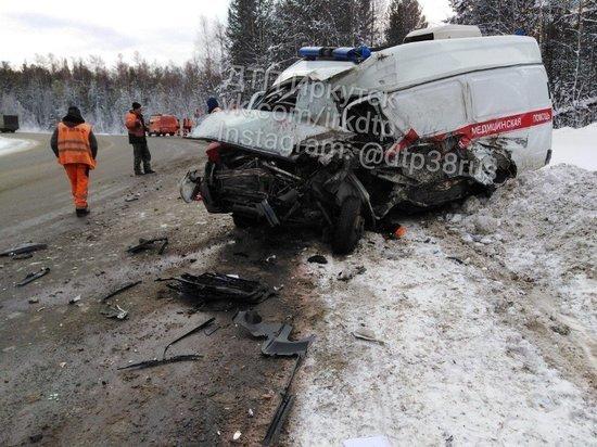 В Шелеховском районе столкнулись скорая и грузовик, два человека погибли