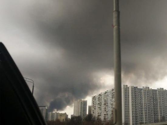 Подробности пожара на Варшавском шоссе: началось с крыши