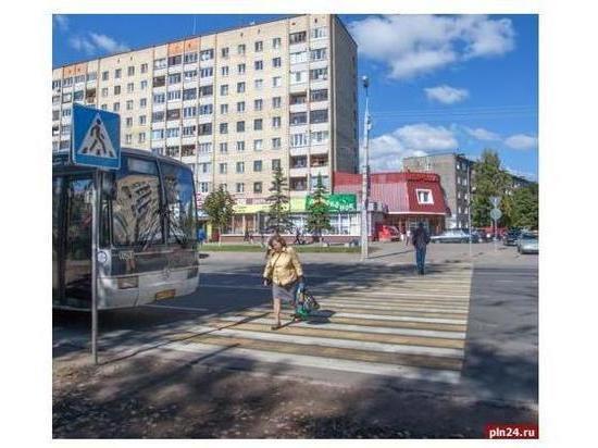 Четыре пешеходных перехода демонтируют в Пскове