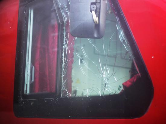 Больше всего от действий хулиганов страдают стекла
