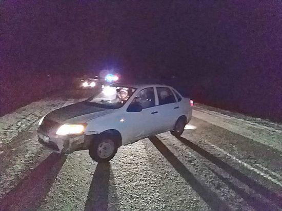 В Башкирии легковушка сбила пьяного мужчину, сидящего на дороге