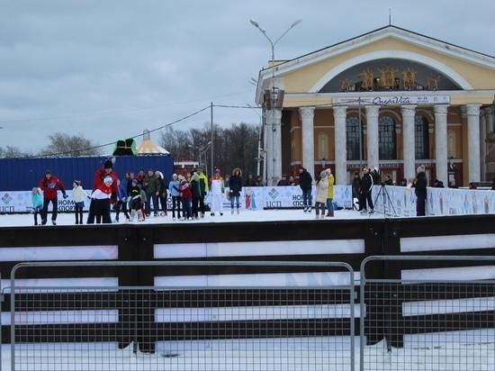 Куда сходить: на площади Кирова заработал бесплатный каток