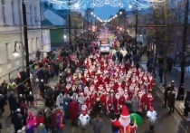 На парад в Рыбинске вышло 2000 Дедов Морозов