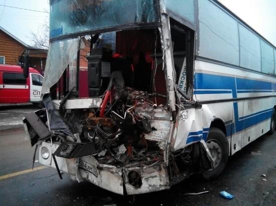 В Ивановской области в аварии автобуса и грузовика погиб один человек