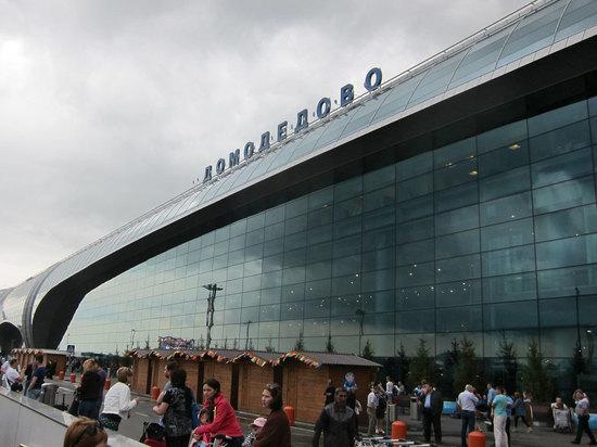 Пассажир в «Домодедово» начал угрожать бомбой из-за толчеи в самолете