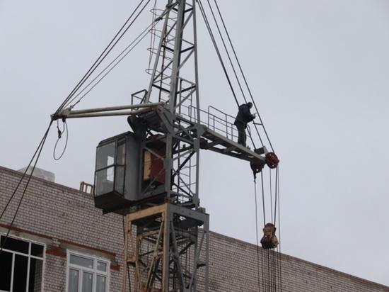 В новой школе, которую строят в Иванове на улице Генерала Хлебникова, идут работы по монтажу кровли