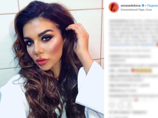 Анна Седокова потрясла грудью и ягодицами