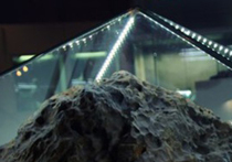 Происшествие в Государственном историческом  музее Южного Урала, где в субботу в зале природы и древней истории самопроизвольно поднялся стеклянный купол над экспонатом-метеоритом, вызвало неоднозначную реакцию в Сети