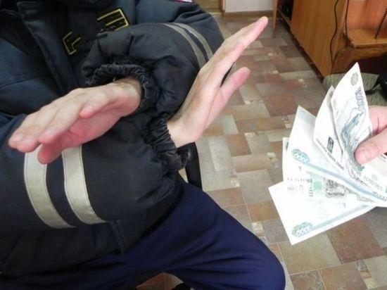 В Первомайском районе услуги полицейского оценили в 10 200 рублей