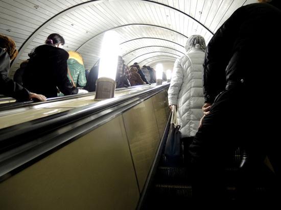 """Один человек погиб, оказавшись под поездом на станции метро """"Коломенская"""""""
