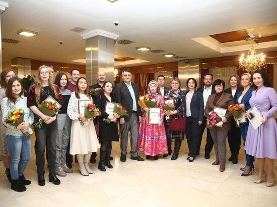 В Салехарде наградили победителей конкурсов для журналистов