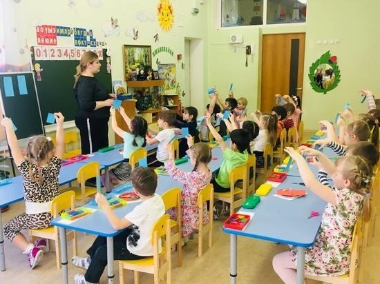 Всего в выставке-смотре под названием «Детский сад: мир любви, заботы и внимания» приняли участие почти пятнадцать тысяч дошкольных учреждений со всех уголков России