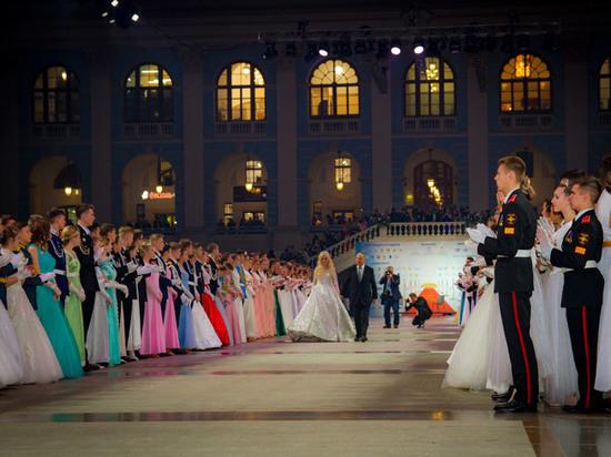 Более 1500 мальчишек и девчонок танцевали вальсы, мазурки, полонезы