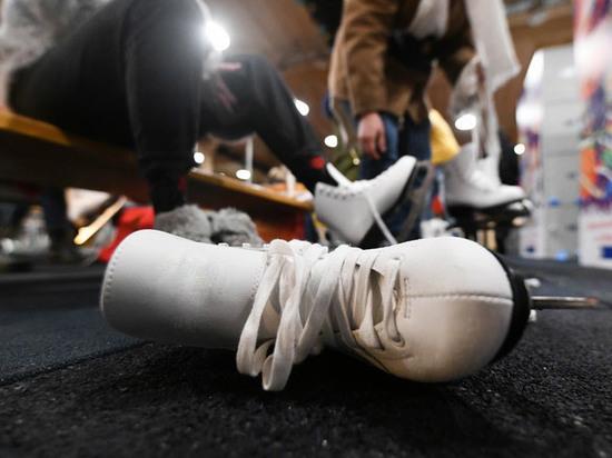 Пенсионер получил травму головы, упав на катке на Красной площади