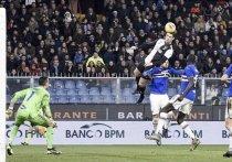 Роналду снова летает: он подпрыгнул выше перекладины и забил