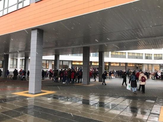 В столице шквал ежедневных эвакуаций из образовательных учреждений: учителя на нервах, родители в панике