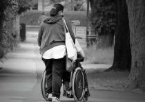 Специальную обучающую программу для тех, кто решил взять под опеку инвалида, разработал Минтруд