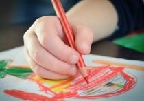 Воспитатель детского сада проявила креативный подход к маскировке последствий воспитательного процесса