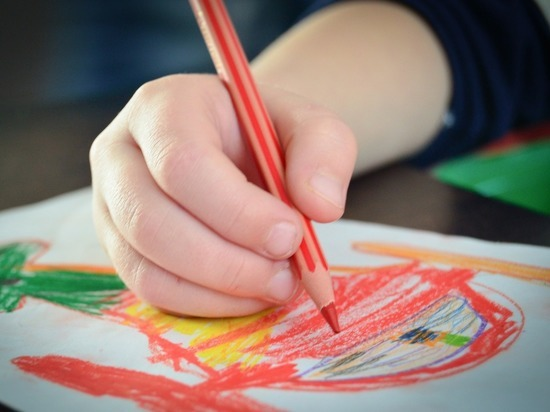Воспитатель московского детсада разрисовала малышей зеленкой, чтобы скрыть «побои»