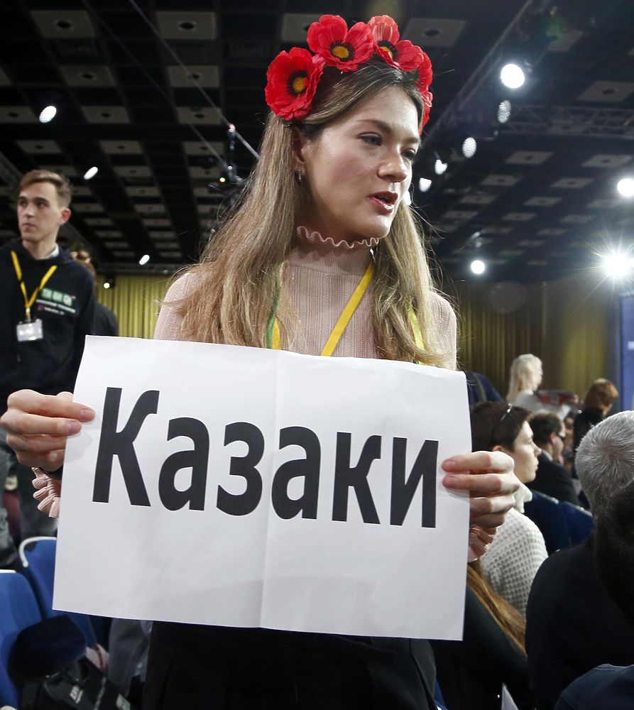 """""""Я видел боль"""": плакаты на пресс-конференции Путина"""