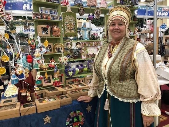 Ростовчанка изготавливает ватные елочные игрушки, оглядываясь на образы СССР