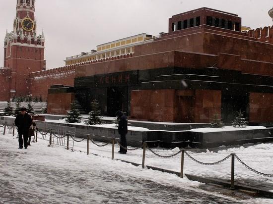 Мавзолей и Кремль временно закрывают для посещений