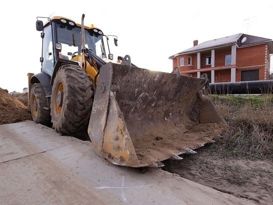 В Севастополе ковш экскаватора раздавил автомобиль
