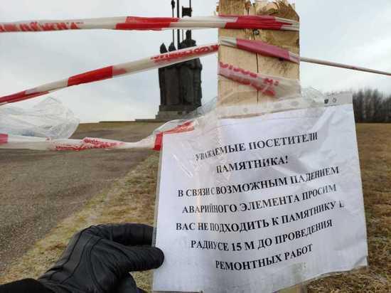 К памятнику Александру Невскому в Пскове опасно подходить
