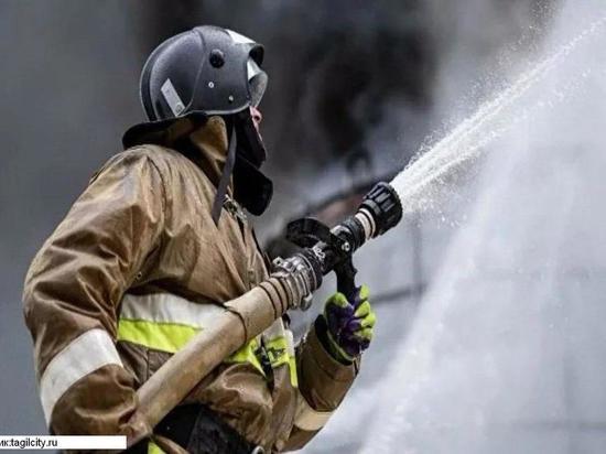 В Ивановской области сгорели хозпостройка в частном доме и Рощинские гаражи