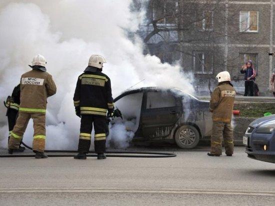 В Иванове средь бела дня сгорел автомобиль