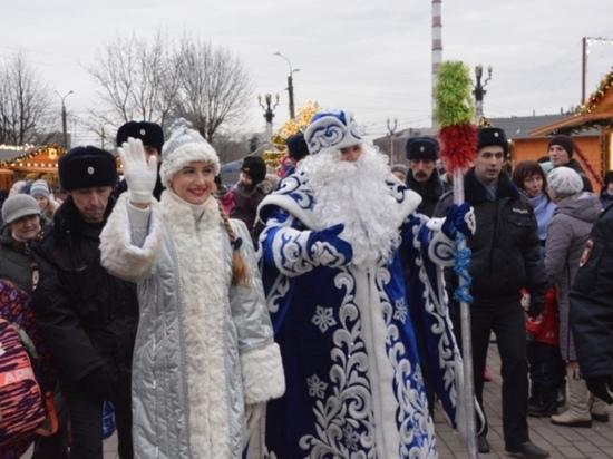 Старт новогодним развлечениям в Иванове дали Дед Мороз и Снегурочка