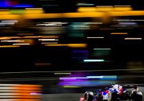 """""""МК-Спорт"""" начинает подведение итого года  в самых популярных видах спорта. Первой стартует """"Формула-1"""", где после высочайшей конкуренции в сезоне-2018 чемпионат-2019 скорее разочаровал. Чемпион в командном зачете определился заранее, обладатели второго и третьего места тоже. Но нельзя сказать, что парни из Брэкли провели год совсем уж расслабленно – временами соперники заставляли понервничать и выкладываться на полную катушку. Подводим итоги очень неоднозначного сезона."""