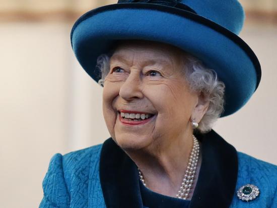 В Букингемском дворце прокомментировали слухи о планах отречения Елизаветы II