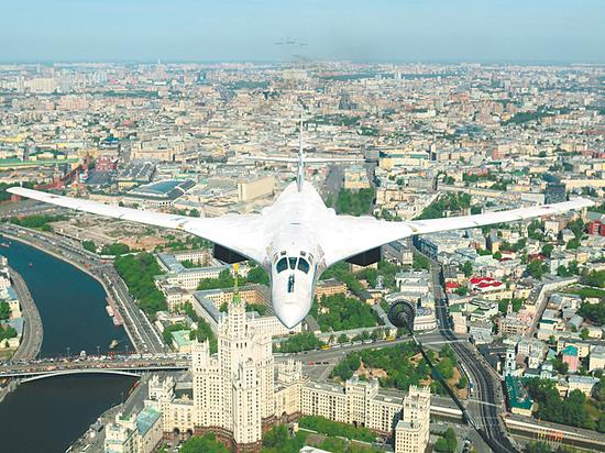 Командующий дальней авиацией рассказал ополетах «за три моря»